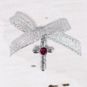 Cruciulite botez strass rosu si fundita argintie
