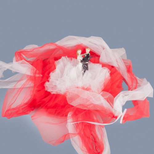 Decor masina nunta Miri cu tulle rosu si alb