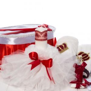 Set botez fetite cutie, trusou coroana si lumanare tulle alb si funda rosie