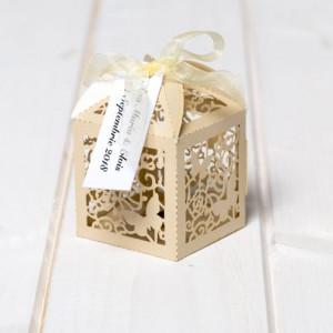 Marturii nunta cutiute laser cut cu fluturas ivory