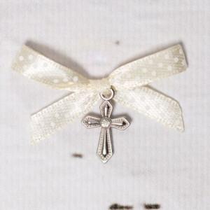 Cruciulite botez cu pietricica transparenta si fundita ivory cu buline albe