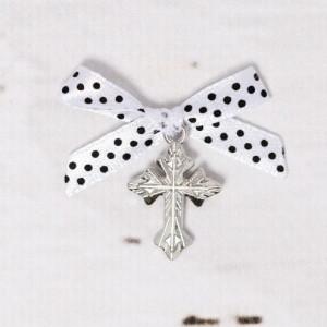 Cruciulite botez argintii cu fundita alba si buline negre