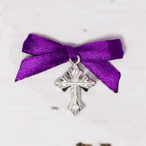 Cruciulite botez argintii cu fundita mov