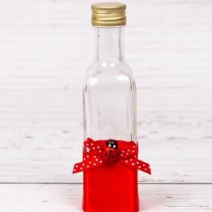 Sticluta de mir cu decor rosu si figurina gargarita