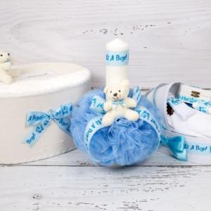 Set cutie de dar, lumanare si trusou botez cu decor bleu It s a boy