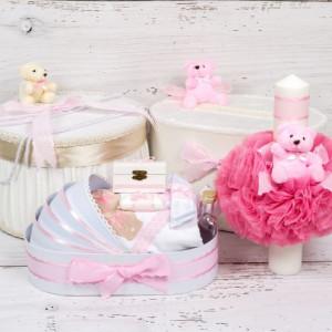 Set cutie de dar, cutie hainute, trusou si lumanare botez roz cu buline si ursuleti plus