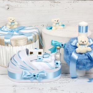 Set cutie de dar, cutie hainute, trusou si lumanare botez bleu cu ursuleti si carucior
