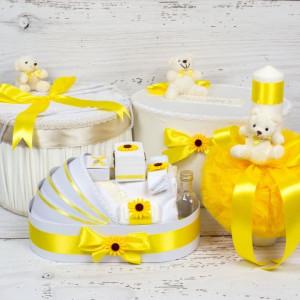 Set cutie de dar, cutie hainute, trusou si lumanare botez decor galben, ursuleti si floarea-soarelui