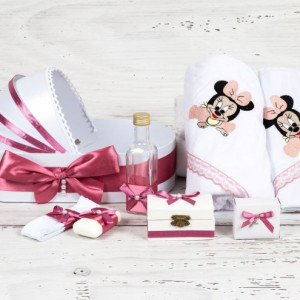 Trusou botez in landou Baby Minnie Mouse cu decor roz prafuit