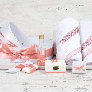 Trusou botez in landou model traditional roz pudra