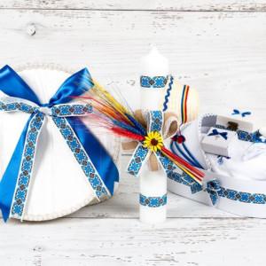 Set botez cutie hainute, lumanare biserica si trusou in landou model traditional albastru