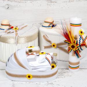 Set botez traditional cutie de dar, cutie hainute, lumanare si trusou biserica cu clop, tricolor, iuta si floarea-soarelui