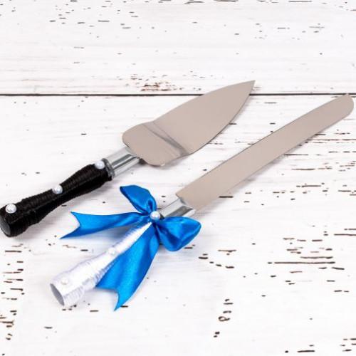 Set tacamuri tort nunta Miri cu fundita albastra si perlute
