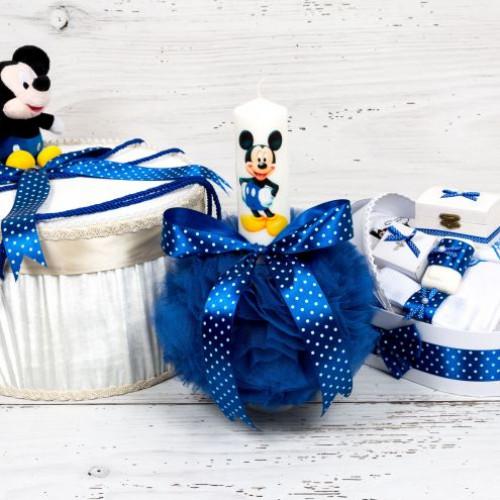 Set botez Mickey Mouse cutie hainute, trusou si lumanare decor albastru cu buline