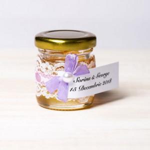 Marturii borcanele miere nunta dantela alba cu fir si fundita lila