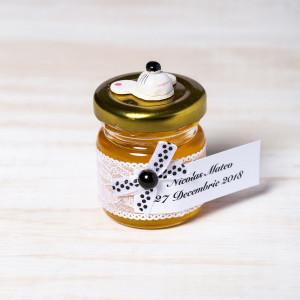 Marturii botez borcanele miere dantela alba cu figurina soricel