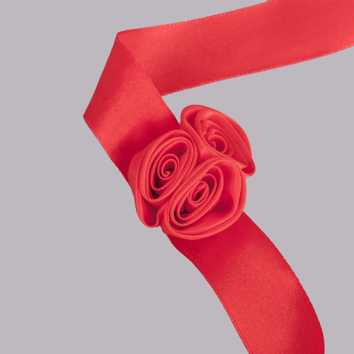 Corsaj satinat trandafiri rosii