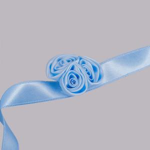 Corsaj satinat trandafiri bleu