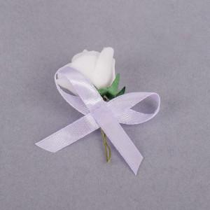 Cocarde trandafir alb fundita lila
