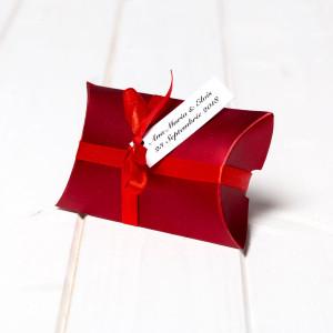 Marturii botez cutiute cadou bordo