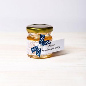 Marturii botez borcanele miere cu fundita bleumarin si buline albe