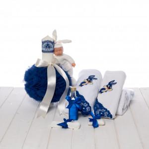 Set botez albastru lumanare cu bebelus si trusou cu iepuras