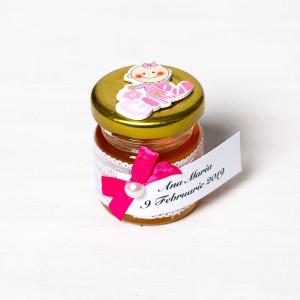 Marturii borcanele miere botez dantela alba, fundita roz fucsia si figurina Girl