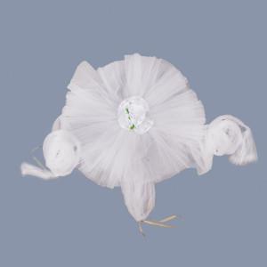 Decor masina nunta tulle alb si trandafiri