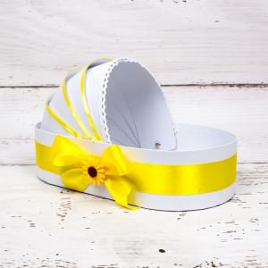 Cutie trusou botez biserica tip landou cu decor galben si floarea-soarelui