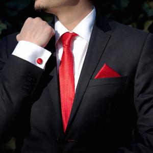 Set rosu cravata, batista si butoni camasa
